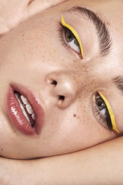 tendances maquillage eyeliner jaune été 2021